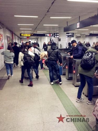 地下鉄駅の中の風景