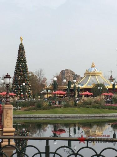 園内のクリスマスツリー