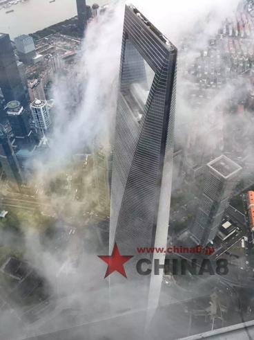 上海タワーから見るSWFCビルー